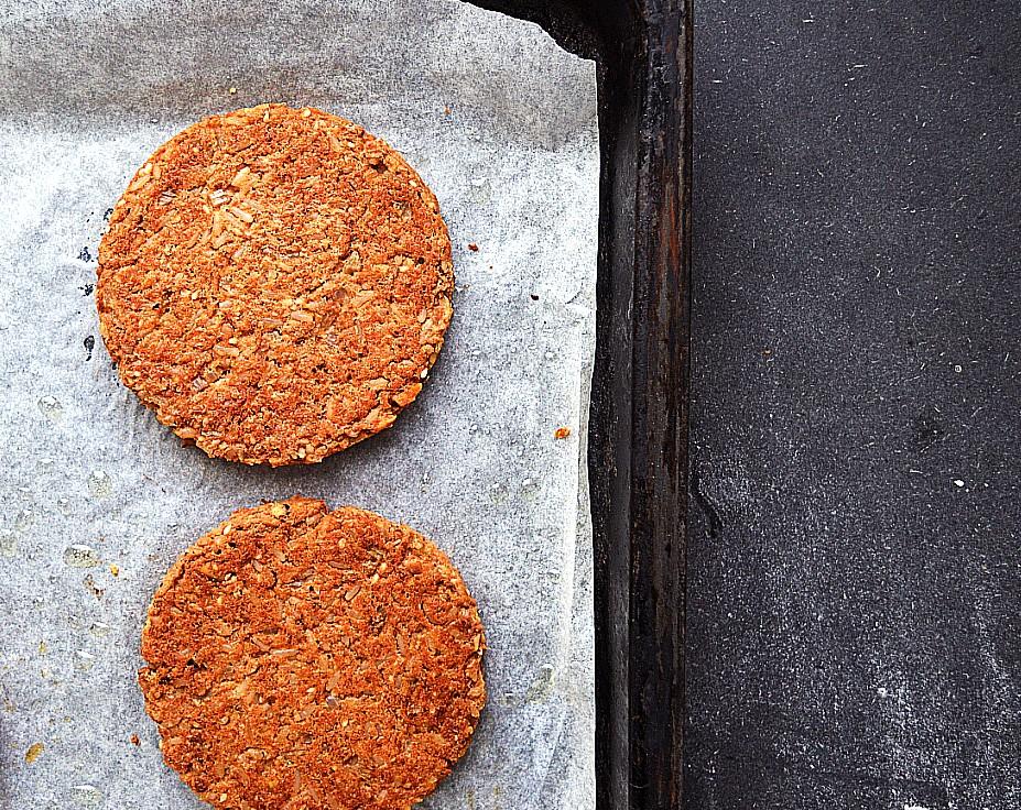 vegansk burger bøf af bønner og ris