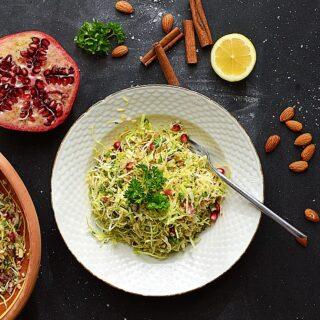 salat med spidskål bulgur og granatæble